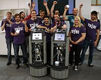ToBI und das CITEC-Team beim diesjährigen German-RoboCup in Magdeburg. Die Bielefelder kamen auf den dritten Platz. Foto: Universität Bielefeld/CITEC