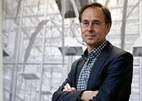"""Prof. Dr. Andreas Zick ist Leiter des Forschungsprojektes """"Bielefelder Fußballfan-Studie"""" (BiFans). Foto: Universität Bielefeld"""