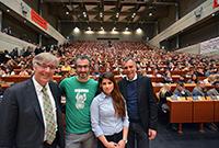 Dr. Udo Witthaus, Abdulvahap Celebi, Shielan Osman und Rektor Prof. Dr.-Ing. Gerhard Sagerer begrüßten die Erstsemester an der Universität Bielefeld. Foto: Universität Bielefeld