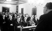 Die Gründungsversammlung der Universitätsgesellschaft in der Lampe-Bank in Bielefeldfand am 29. Januar 1966 unter Beteiligung von Vertretern der Politik, der Verwaltung undder Wirtschaft statt. Zum Vorsitzenden der Universitätsgesellschaft wurde der BielefelderUnternehmer Rudolf-August Oetker gewählt. Foto: G.Rudolf/Universitätsarchiv