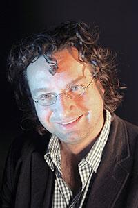 Prof. Dr. Marc Ernst vom Exzellenzcluster CITEC untersucht, wie sich die Wahrnehmung von Menschen täuschen lässt. Foto: CITEC/Universität Bielefeld