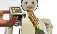 """Der Serviceroboter Floka wird auf der Automatica erstmals öffentlich vorgeführt. Er ist mit einem neuen, """"sozialen"""" Roboterkopf ausgestattet. Foto: CITEC/Universität Bielefeld"""