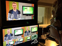 Bildregisseur Fabian Bien (r.) und Moderator Moritz bei der Aufzeichnung der 109. Ausgabe von Campus TV Foto: Campus TV / Jochen Kopp