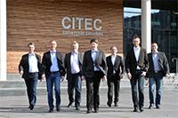 Das paraXent-Team der Universität Bielefeld (v. l.): Prof. Dr. Ulrich Rückert, Jan Lachmair, Christian Hilker, Jens Hagemeyer, Dirk Jungewelter, Martin Kaiser und Dr. Mario Porrmann. Foto: CITEC/Universität Bielefeld
