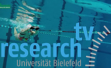 Schwimmer in pool - research_TV
