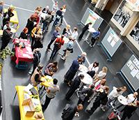 Austausch zum Weiterbildenden Studium FrauenStudien am Öffentlichkeitstag. Foto: Universität Bielefeld