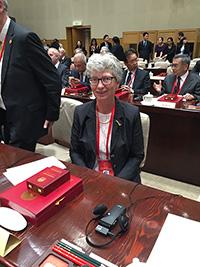 Prof. Dr. Katharina Kohse-Höinghaus kurz vor der Preisverleihung im chinesischen Regie-rungssitz. Foto: Universität Bielefeld