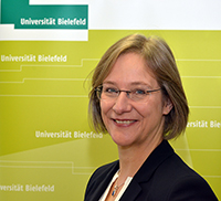 """SFB-Sprecherin Prof. Dr. Angelika Epple: """"Vergleiche sind omnipräsent – wie wir die Welt ver-ändern, wenn wir vergleichen, ist bisher gänzlich unerforscht."""" Foto: Universität Bielefeld"""