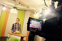 Dirk Ludewig moderiert die 112. Ausgabe von Campus TVFoto: Victoria Maiwald/Campus TV