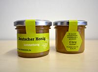 Mitglieder der Bienen-AG der Fakultät für Biologie haben den Honig produziert.