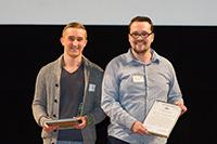 Philip Strunk (l.) und Gero Brinkmann wurden für ihre Wissenschaftssendung ausgezeichnet. Foto: Uwe Völkner/LfM