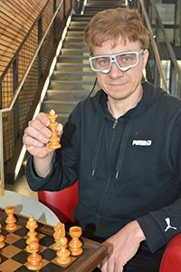 Dr. Kai Essig und seine Kollegen erforschen in dem Projekt, mit welchen Computermodellen sich das Verhalten beim Schachspiel voraussagen lässt. Foto: CITEC/Bielefeld University