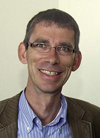 """""""Die elektronische Gesundheitskarte kann Geflüchteten helfen, sich weniger diskriminiert zu fühlen"""", sagt Prof. Dr. Oliver Razum von der Universität Bielefeld."""