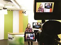 Moderatorin Franziska Beckmann im Campus TV Studio bei der Aufzeichnung der 113. Ausgabe.Foto: V. Maiwald/Campus TV