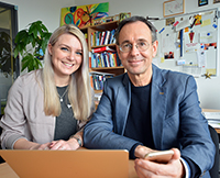 Wissenschaftliche Mitarbeiterin Viktoria Roth und Professor Dr. Andreas Zick vom IKG arbeiten gemeinsam im neuen Forschungsverbund, der von der Universität Bielefeld koordiniert wird.