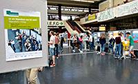 Beim Stipendien-Infotag beantworten Vertreterinnen und Vertreter von elf Begabtenförderwerken Fragen rund ums Stipendium. Foto: Universität Bielefeld