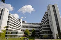 Die Universität Bielefeld bietet derzeit 13 geflüchteten Wissenschaftlerinnen und Wissenschaftlern aus dem Nahen Osten Zuflucht. Foto: Universität Bielefeld