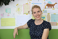 Keine anonymen Seminare: Prof. Dr. Miriam Lüken merkt sich die Namen ihrer Studierenden – pro Semester können das rund 120 sein. Foto: Universität Bielefeld