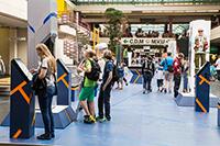 Die Uni-Halle an den Campus-Tagen der GENIALE 2014. Foto: Universität Bielefeld / R. Litera
