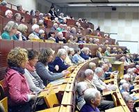 Bereits am 18. September lädt das Weiterbildungsprogramm Studieren ab 50 zu einer Informationsveranstaltung ein. Foto: Universität Bielefeld