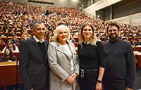 Begrüßten die Erstsemester (v.l.): Rektor Prof. Dr.-Ing. Gerhard Sagerer, Bürgermeisterin Karin Schrader sowie die Vorsitzenden des AStA Viktoria Haß und Sami Maztoul. Foto: Universität Bielefeld