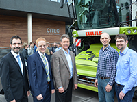 They have presented the new system (from left): Dr. Thorsten Jungeblut (CITEC), Dr. Boris Kettelhoit (CLAAS), Prof. Dr. Ulrich Rückert, Timo Korthals (both CITEC), and Thilo Krause (CLAAS). Foto: CITEC/Bielefeld University