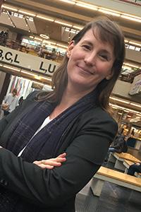 Dr. Phoebe Stella Holdgrün beginnt ihre Arbeit als projektleiterin Diversität. Foto: Universität Bielefeld