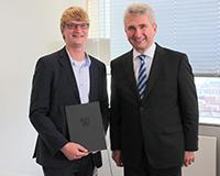 Foto (v.l.): Dr. Sebastian Vogt, Geschäftsführer von TecUP, und Wirtschaftsminister Prof. Dr. Andreas Pinkwart. Foto: Universität Paderborn