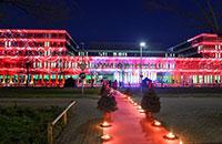 Ein illuminiertes Gebäude X erwartet die Absolventinnen und Absolventen auch 2017. Foto: Weische