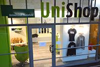 Der neugestaltete UniShop ist jetzt in der ehemaligen Postfiliale zu finden. Foto: Universität Bielefeld