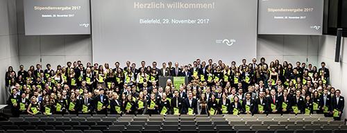 440 Stipediatinnen und Stipendiaten konnten in der Fachhochschule Bielefeld ihre Urkunden entgegen nehmen. Foto: Stiftung