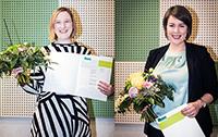 Lena Gumpert und Christina Löbbering (v.l.) wurden für ihre Abschlussarbeiten ausgezeichnet. Foto: Universität Bielefeld/S. Sättele
