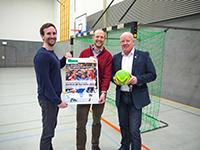 Bereit zum Anwurf des All-Star Games: Ludwig Vogel (Mannschaftsverantwortlicher des Hochschulteams), Dr. Marc Samson-Baudisch (Geschäftsführender Leiter des Hochschulsports) und Ulrich Kaltenborn (Geschäftsführer des TBV Lemgo).
