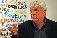 Ralf Thenior liest zur Eröffnung am 21. Februar. Foto: Dirk Bogdanski