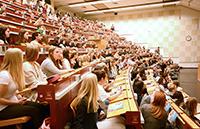 1.900 neue Studierende beginnen im Sommersemester ihr Studium an der Universität Bielefeld.