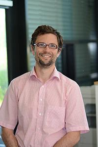 """Prof Dr. Philipp Cimiano leitet am Exzellenzcluster CITEC die Forschungsgruppe """"Semantische Datenbanken"""". Foto: Universität Bielefeld, M. Schilling"""