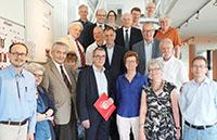 Die Delegation der Akademie der Wissenschaften zu Göttingen mit Vertreterinnen und Vertretern der Universität Bielefeld im ZiF. Foto: Universität Bielefeld