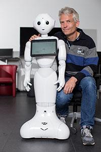 Dr. Sven Wachsmuth koordiniert das RoboCup-Team. Foto: CITEC / F. Gentsch