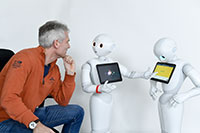 Humanoider Roboter: Pepper erkennt die Men-schen in seiner Umgebung. Foto: CITEC/Universität Bielefeld