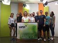 Moderatorin Laura Mühlenmeier  und das Studioteam.Foto: J. Groll/ Campus TV