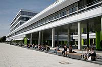 Kurz vor Bewerbungsschluss bieten die Zentralen Studienberatungsstellen vieler Hochschulen eine Studienberatung am Abend an. Foto: N. Hinkers/Universität Bielefeld