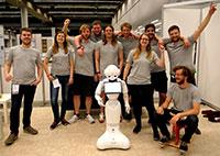 Das CITEC-Team erreichte mit Pepper bei der RoboCup-Weltmeisterschaft den ersten Platz in der Haushaltsliga. Foto: Universität Bielefeld/CITEC