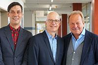 Prof. Dr. Holger Ziegler (Universität Bielefeld), Prof. Dr. Michael Stricker (Fachhochschule Bielefeld) und Frank Bsirske (ver.di-Vorsitzender) (v. l.) beim Bundeskongress Soziale Arbeit. Foto: Universität Bielefeld