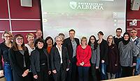 Trafen sich zu Workshops in Edmonton (v.l.): Michaela Vogt (UBI EW), Kerstin Hämel (UBI Gewi), Solina Richter (UoA Nursing), Jennifer Carnin (UBI EW), Randolph Wimmer (UoA Education), Lynette Shultz (UoA Education), Michaela Brause (FH BI Gewi), Vera Caine (UoA Nursing), Oliver Böhm-Kasper (UBI EW), Katja Makowsky (FH BI Gewi), Leila Angod (UBI EW), Kristina Schröder (UBI EW), Susan Sommerfeldt (UoA Nursing), Marcus Heumann (UBI Gewi), Havva Mazı (FH BI Gewi), Ralf Ulrich (UBI Gewi).