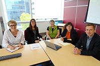Tauschten sich aus (v.l.): Solina Richter (UoA Nursing), Kerstin Hämel (UBI Gewi), Vera Caine (UoA Nursing), Lynette Shultz (UoA Education), Oliver Böhm-Kasper (UBI EW)