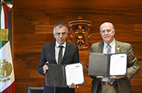 Signatories of the partnership: Gerhard Sagerer (left) and Miguel Ángel Navarro Navarro. Photo:  Universidad de Guadalajara