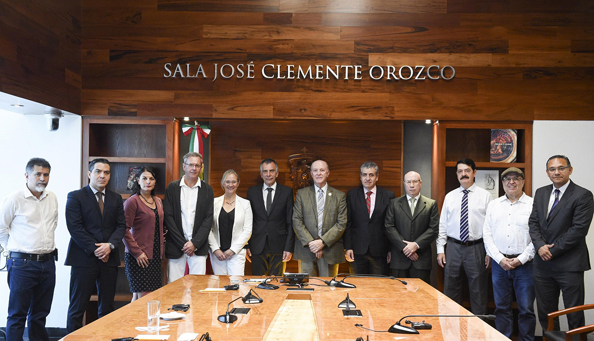 Representatives of the universities met in Guadalajara for a mutual exchange of ideas and information.