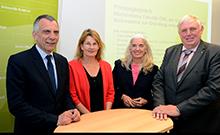 Grupenfoto: Rektor Sagerer, Professorin Hornberg,  Ministerin Pfeiffer-Poensgen und Minister Laumann