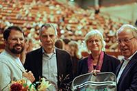 Sami Maztoul, Rektor Gerhard Sagerer, Sigrid Schreiber (Geschäftsführerin des Studierendenwerks)sowie Bielefelds Oberbürgermeister Pit Clausen begrüßten die Studierenden in Bielefeld. Foto: Universität Bielefeld