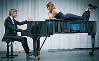 Lara Venghaus und Michael Hoyer laden zhum Liederabend.